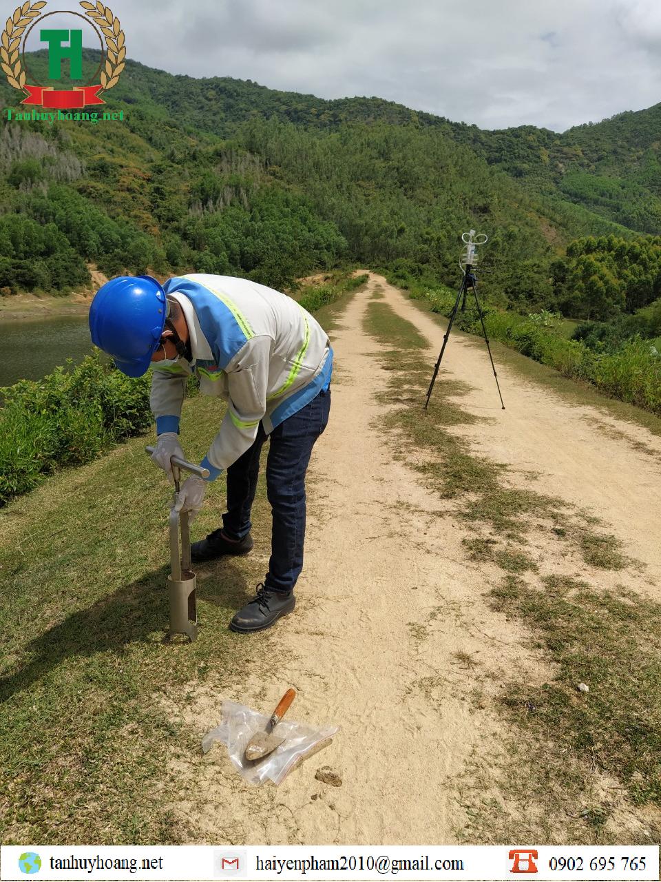 Lấy mẫu phục vụ phân tích đất tại Đồng Nai